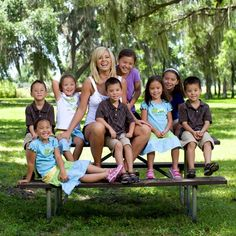 Gosselin twins and sextuplets. Photographing large families
