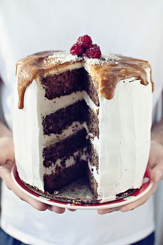 Site is in Romanian??? Gorgeous food styling and pictures even if I can't understand the text  http://www.reteteveggie.com/2012/12/28/tort-de-sarbatoare-celebration-cake/#