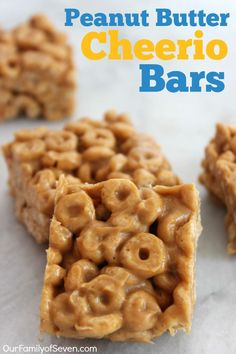 Butter Cheerio Bars- Just three simple ingredients wit no baking involved. Perfect for school lunches or snacks.Peanut Butter Cheerio Bars- Just three simple ingredients wit no baking involved. Perfect for school lunches or snacks. Yummy Treats, Delicious Desserts, Yummy Food, Tasty, Baby Food Recipes, Snack Recipes, Dessert Recipes, Cheerios Recipes, Fast Recipes