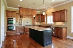 L-shaped kitchen with length-wise island
