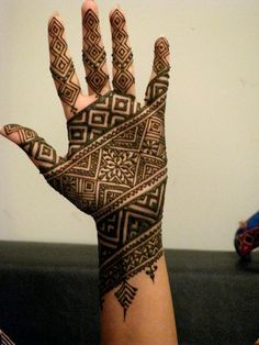 Latest Eid Mehndi Designs Collection for Girls consists of new trends and henna designing styles. Try out these easy and simple mehndi designs! Henna Hand Designs, Eid Mehndi Designs, Mehndi Designs Finger, Latest Bridal Mehndi Designs, Mehndi Designs For Girls, Mehndi Designs For Beginners, Mehndi Design Photos, Beautiful Henna Designs, Mehndi Patterns