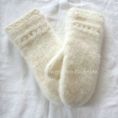 Myke tova votter i Fritidsgarn :-) Håndstrikka, og tova i maskin. Knitted Gloves, Knitting Patterns Free, Free Pattern, Macrame Knots, Knit Fashion, Knitting Projects, Knit Crochet, Diy And Crafts, Tricot
