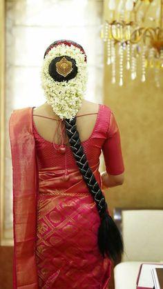 Hair South Indian Wedding Hairstyles, Bridal Hairstyle Indian Wedding, Bridal Hair Buns, Bridal Braids, Bridal Hairdo, Indian Bridal Fashion, Kerala Saree Blouse Designs, Bridal Blouse Designs, Hairstyles For Gowns