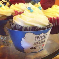 Cupcake de chocolate con cobertura de queso crema / chocolate cupcake with cream cheese frosting