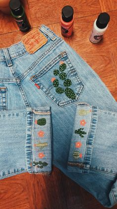 Eight Awesome Ideas to Embroider & Customise your Denim Jeans this Spr – Ginger Muse # painted jeans diy tutorials Eight Awesome Ideas to Embroider & Customise your Denim Jeans this Spring Diy Jeans, Sewing Jeans, Diy Clothes Jeans, Diy With Jeans, Jeans Refashion, Diy Shorts, Style Clothes, Painted Jeans, Painted Clothes