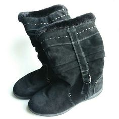 """White Mountain Black Trader Boots Pull on and go! These black boots have a leather suede upper, contrast stitching, and a faux fur lining. Slouch design, and a traction outsole. It's missing the foot bed lining, but does not effect the wear.  Size 10M Heal Height: 1 1/4""""  In good condition. White Mountain  Shoes Winter & Rain Boots"""