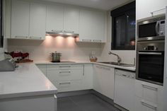 #diseño de #cocina Diseño de cocinas en Getafe (Madrid) cocina modelo Tacto blanco encimera blanca silestone #madrid #getafe