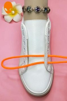 Ways To Lace Shoes, How To Tie Shoes, Ways To Tie Shoelaces, Shoe Lacing Techniques, Bees Wax Wraps, Diy Clothes And Shoes, Diy Fashion Hacks, Clothing Hacks, Vintage Accessories
