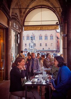 Piazza Maggiore  - Bologna Italy,/Bolonya iklimi ile her daim buz gibi iç titreten bir kent.