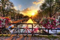 Roteiro para 24 horas em Amesterdão, dicas de viagem para quem visita a capital holandesa pela primeira vez ou quer conhecer uma Amesterdão diferente.