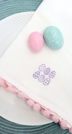 Learn how to stamp fabric. You can make this stamped tea towel for Easter with pom pom trim. Learn how to stamp fabric. Make this stamped tea towel with pom pom trim for Easter and dress up your home for the holiday. Spring Crafts, Holiday Crafts, Holiday Ideas, Easter Crafts, Fun Crafts, Easter Ideas, Decor Crafts, Diy Osterschmuck, Easter Fabric