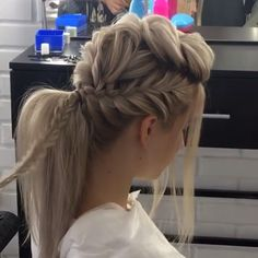 Easy Hair up do for date night!, You can collect images you discovered organize them, add your own ideas to your collections and share with other people. Heat Free Hairstyles, Braided Hairstyles, Wedding Hairstyles, Easy Hair Up, Easy Curls, Hair Dos, Hair Inspiration, Hair Makeup, Braids