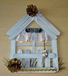 Christmas Decorations Handmade For Kids - Christmas Kids Crafts, Hobbies And Crafts, Crafts To Make, Beautiful Christmas Decorations, Handmade Christmas Decorations, Christmas Crafts, Lolly Stick Craft, Diy Popsicle Stick Crafts, Door Crafts