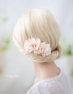 Blush+Blumen+Braut+Haarschmuck+Kopfschmuck+Kamm+von+Princess+Mimi++auf+DaWanda.com
