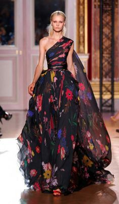 Give me a reason to wear this dress. Zuhair Murad Fall 2012 Couture...be a fun wedding dress...if you could afford it