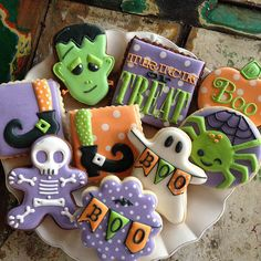 Just adorable from Bambella Cookie Boutique! Halloween Cookies Decorated, Halloween Sugar Cookies, Halloween Baking, Halloween Desserts, Halloween Cakes, Halloween Treats, Halloween Fun, Decorated Cookies, Thanksgiving Cookies