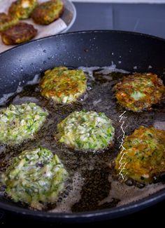 Kolokithokeftedes- Grekiska zucchinibiffar med fetaost - ZEINAS KITCHEN Vegetarian Recepies, Vegetarian Cooking, Easy Healthy Recipes, Vegan Recipes, Cooking Recipes, Recipes From Heaven, Everyday Food, Tacos, Food Inspiration