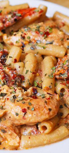 Chicken Mozzarella Pasta with Sun-Dried Tomatoes #chicken #chickenpasta