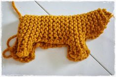 ♥ ElbeGlück ♥: Anleitung Schweinchen Crochet Toys, Knit Crochet, Waldorf Crafts, Diy Crafts To Do, Knitted Animals, Embroidered Clothes, Woodland Party, Baby Cardigan, Fingerless Gloves