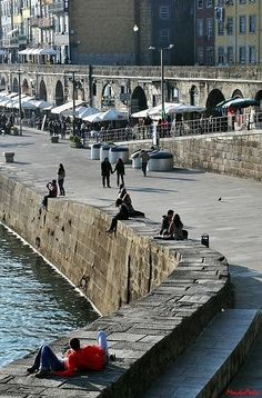 Relaxing riverside in Oporto Portugal Visit Portugal, Spain And Portugal, Fc Porto, Porto City, Las Azores, Portuguese Culture, Douro, Famous Places, Most Beautiful Cities