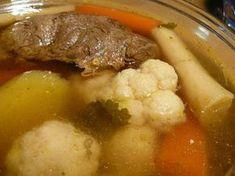 Receptbázis - Isteni finom marhahús leves - 1 kg velőscsontos marhahús,vegyes zöldség:sárgarépa,fehérrépa, karfiol,zeller,karalábé,egy fej vöröshagyma héjastól,2 gerezd fokhagyma,2 leveskocka,egy csomag petrezselyemzöld,2 szem burgonya,só, bors, - habját leszedjük,leves tiszta,órát lassú,burgonyát tesszük,, A velős csontos húst oda tesszük vízbe főni .Miután felfőtt nagyon kicsi lángon 2 órát főzzük.Közben a habját leszedjük,hogy a leves tiszta legyen.Beletesszük a megtisztított… Beef Recipes, Cake Recipes, Recipies, Tasty, Yummy Food, Hungarian Recipes, Goulash, Pot Roast, Stew