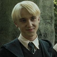 that smile draco dracomalfoy tom tomfelton harry harrypotter hermione hermionegranger ron ronweasley luna lunalovegood neville nevillelongbottom snape severussnape albus albusdumbeldore dumbeldore Harry Potter Icons, Harry Potter Draco Malfoy, Harry Potter Hermione, Harry Potter Characters, Harry Potter Universal, Harry Potter Memes, Harry Potter World, Potter Facts, Severus Snape
