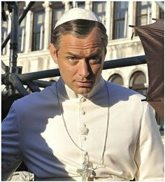 """Take a Peek at Jude Law's """"Uncomfortable"""" Papal Transformation for Paulo Sorrentino's The Young Pope Jude Law, Young Pope, New Pope, Actrices Sexy, Perfect Movie, Hey Jude, British Men, Period Dramas, Good Looking Men"""