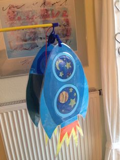Een raket-lampion die zo zoeff de lucht in vliegt! Roller Coaster Costume, Diy For Kids, Crafts For Kids, Snail Craft, Lantern Craft, Diy And Crafts, Arts And Crafts, Photos Booth, Space Party