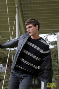 Get to Know 'Kissing Booth' Actor Jacob Elordi with These 10 Fun Facts (Exclusive): Photo Jacob Elordi is one of the breakout stars from the new Netflix comedy The Kissing Booth - and we learned so much more about him in our 10 Fun Facts feature! Joey King, Kissing Booth, Beautiful Boys, Pretty Boys, Joker Frases, Noah Flynn, Photoshoot Pics, Cute Actors, Famous Men