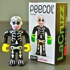 LaCruzz - peecol toy - design by eBoy