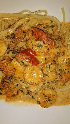 Shrimp and tomato cream sauce- Garnelen-Tomaten-Sahne-Soße Shrimp and tomato cream sauce, a delicious recipe from the sauces category. Ratings: Average: Ø - Shrimp Recipes, Salmon Recipes, Pasta Recipes, Cooking Recipes, Healthy Recipes, Thai Recipes, Sauce A La Creme, Scampi Recipe, Tomato Cream Sauces