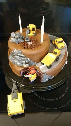 Bagger-Torte   - Kuchen - #BaggerTorte #Kuchen Birthday Candles, Allg, Ludwig, Gabriel, Cake Ideas, Fondant, Desserts, Kids, Food