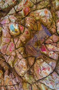 Rocks at Sacred Cove, Palos Verdes, California; photo by Ted Gore and textures Minerals And Gemstones, Rocks And Minerals, Patterns In Nature, Textures Patterns, Beautiful Rocks, Rocks And Gems, Science And Nature, Amazing Nature, Rock Art