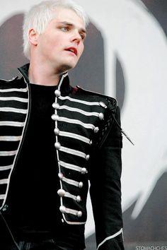 Gerard Way Black Parade Emo Bands, Music Bands, Gerard Way Black Parade, Gerard Way Memes, Do You Know The Muffin Man, Sassy Diva, Sass Queen, Black Veil Brides, Pierce The Veil