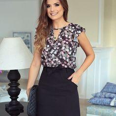 Bom dia!! Começando o dia com o look todo @doceflorsp  Saia de linho e blusa estampada! #newcollection #verao #blogtrendalert