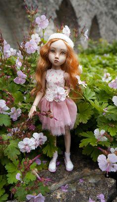 Bjd Dolls, Ball Jointed Dolls, Harajuku, Cool Photos, Flower Girl Dresses, Porcelain Doll, Wedding Dresses, Artists, Fashion
