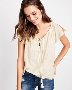 An elegant top in li