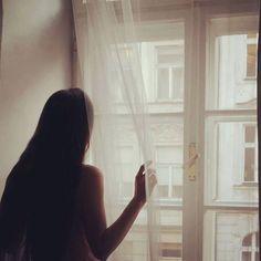 У кого не собран #чемодан ? Кому завтра ехать за 1500 км? Кого достали бездолковые рекрутеры? Кто отказался от #joboffer ? Кто сидит в пижаме и смотрит #атв ? Хто не знает как вместить все в #один чемодан? Кто хочет остаться и не ехать? Кто знает что нужно ехать? P.S. да Зая это Я... #lovemylifestyle #lovemylife #latergram #paris #france #room #windowview #window #life #longhair by anastasiia.volovnenko Eiffel_Tower #France