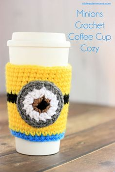 Minions Coffee Cup Cozy Pattern In honor of the new Minions movie that was just released, I decided I wanted to try and make a Minion coffee cup cozy. While looking my first coffee cup cozy, the design of the Minion popped Crochet Coffee Cozy, Coffee Cup Cozy, Crochet Cozy, Crochet Crafts, Crochet Projects, Free Crochet, Crochet Ideas, Crochet Ornaments, Crochet Snowflakes