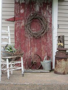 Super rustic front door milk cans ideas Country Decor, Rustic Decor, Farmhouse Decor, Primitive Decor, Primitive Outdoor Decorating, Prim Decor, Old Barn Doors, Decks And Porches, Front Porches