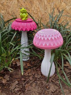 Glass Garden Flowers, Glass Plate Flowers, Glass Garden Art, Flower Plates, Garden Totems, Garden Whimsy, Garden Deco, Blue Garden, Garden Junk