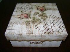 Caixa em MDF, em pátina, com decoupage e carimbos.