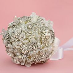 HEIRLOOM CRYSTAL & PEARL BROOCH BOUQUET