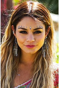 Cute earings. Hairstyles. Festival Makeup Ideas. Festival Glitter. Tips, DIY tutorials and the essentials so that you look your best this summer.