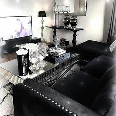 Nydelig hos #Repost @cathrine92_  God helg   #romasofa #Siennasalongbord140 #dubaikonsollbord #classicliving #livingroomdetails #livingroominspiration #livingroom #charminghomes #classyinteriors #inspohome #interior4all #interior #interiør #interiordecor #interørinspirasjon #stue #livingroomdetails #sofa #sofabord #coffetable #glaminterior1 #glam