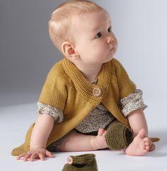 Inspiration rétro... Le cardigan à manches courtes raglan, encolure boutonnée. Poches plaquées.