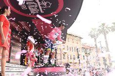 Giro d'Italia @giroditalia Celebration and kisses for @blingmatthews #giro pic.twitter.com/bZ8Tcw0LNX