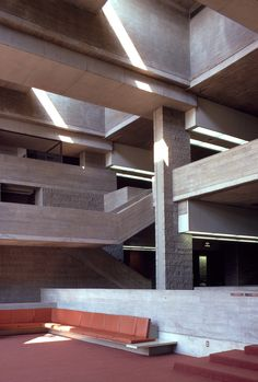 Orange County Government Center. Goshen, New York. 1967. Paul Rudolph brutalismo cemento balconeo espacio