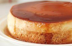 Cake au flan caramel au Thermomix, recette d'un savoureux gâteau à base d'une couche de flan caramel sur une base de génoise à la vanille, facile et simple à réaliser pour un dessert surprenant.