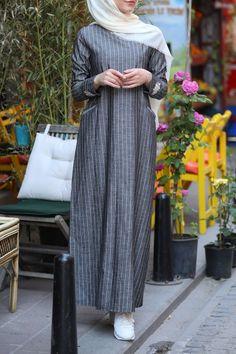 Bileği Nakışlı Rahat Kalıp Keten Elbise – Antresit Casual Mold Linen Dress with Ankle Embroidery – Antresit The post Casual Mold Linen Dress with Ankle… Niqab Fashion, Modest Fashion, Fashion Dresses, Plus Size Maxi Dresses, Modest Dresses, Model Baju Hijab, Jessica Parker, Muslim Women Fashion, Casual Hijab Outfit